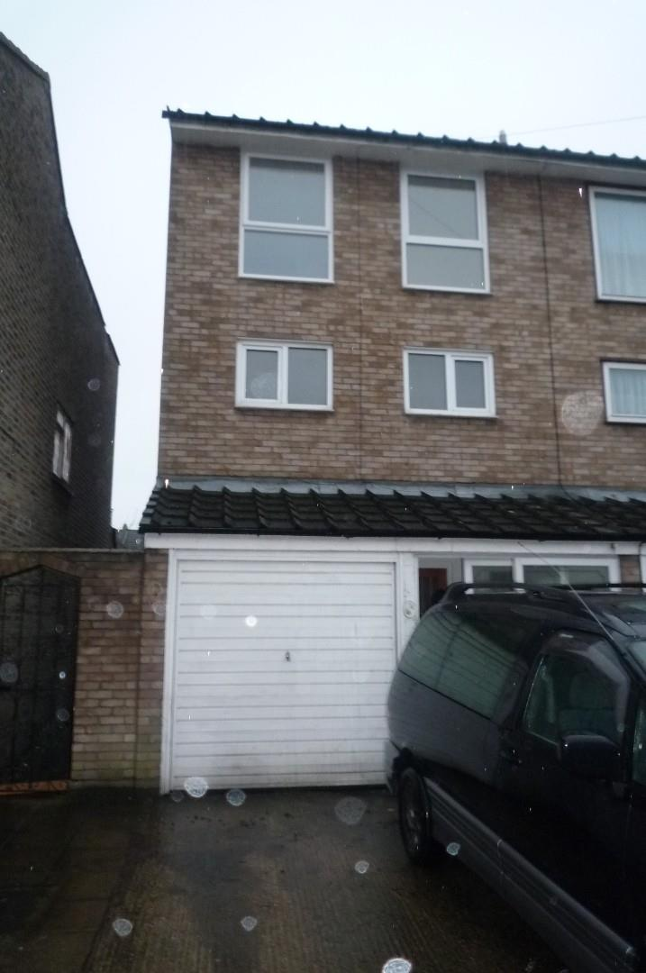 4 Bedroom Town House For Rent HOLLY ROAD, EN3